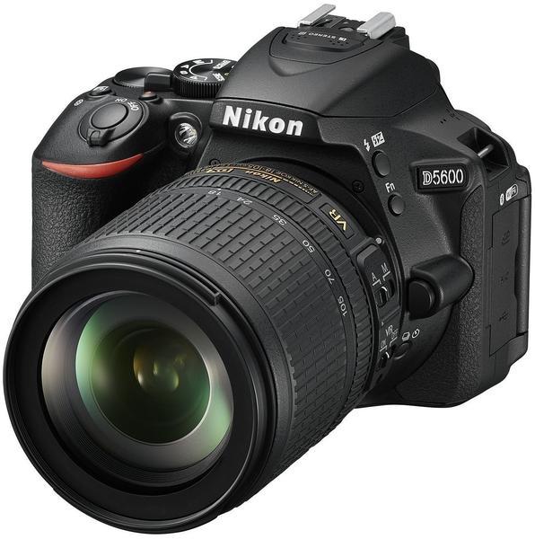 Nikon D5600 schwarz + AF-S DX 18-105mm VR
