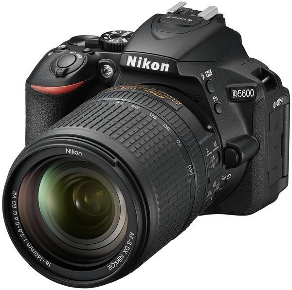 Nikon D5600 schwarz + AF-S DX 18-140mm VR
