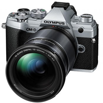 Olympus OM-D E-M5 Mark III Kit 12-200 mm silber