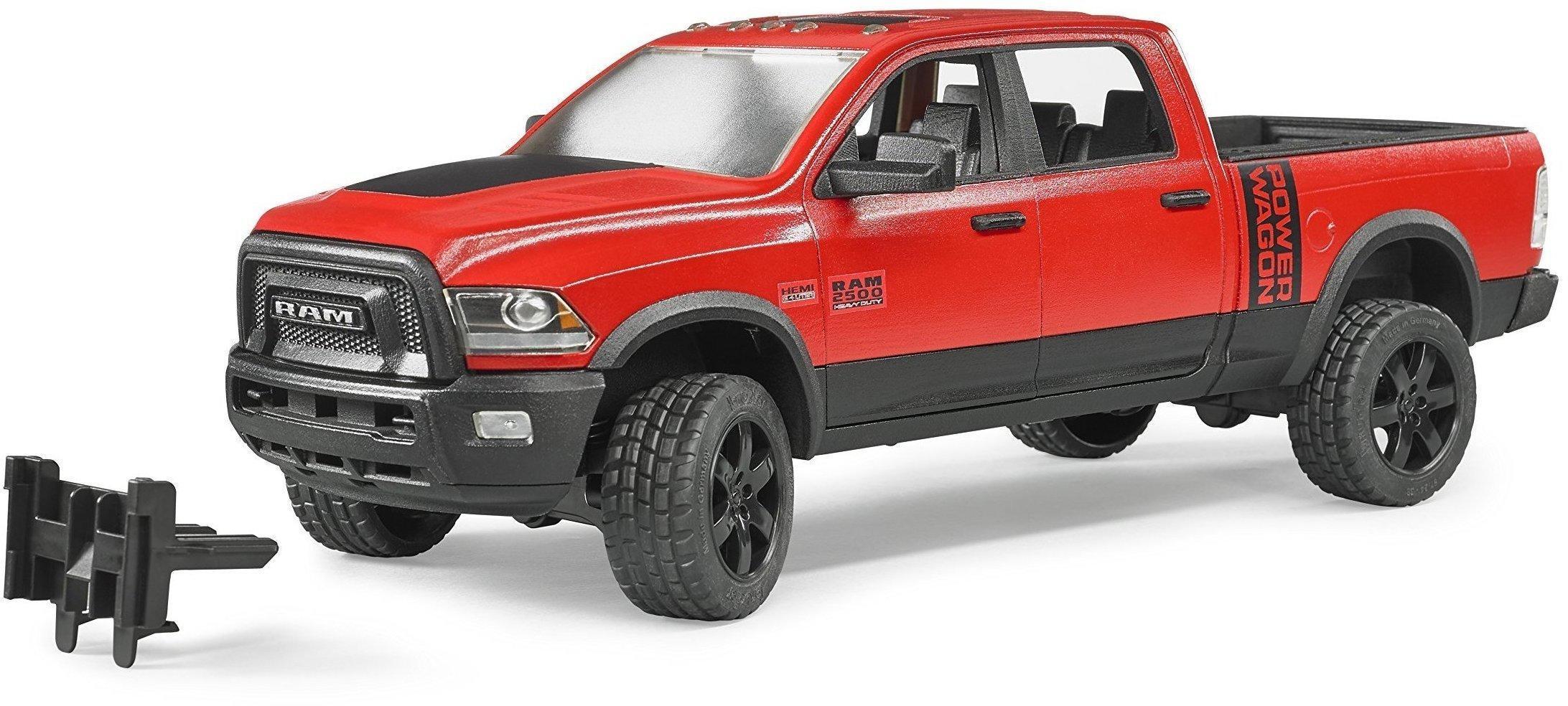 Spielzeugautos Bruder RAM 2500 Power Wagon mit Anhänger Personal Watercraft und Fahrer
