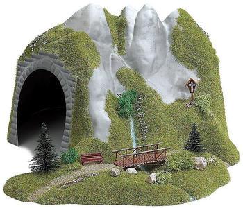 busch-tunnel-mit-bach-und-holzsteg-3016-h0