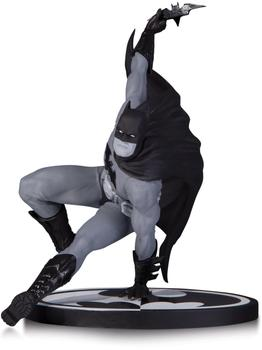 Dc Collectibles Batman Black & White - Batman by Bryan Hitch