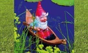 Omü Zwerg im Boot