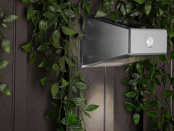 Smartwares LED Solar-Außenwandleuchte mit Bewegungsmelder (5000702)