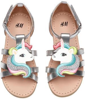H&M Sandalen mit Applikation Silberfarben Einhorn