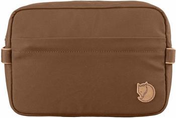 fjaellraeven-travel-toiletry-bag-chestnut-25513-230