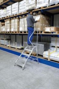 Günzburger Steigtechnik Aluminium-Montagetritt mit Handlauf starr 5 Stufen Arbeitshöhe 300 cm