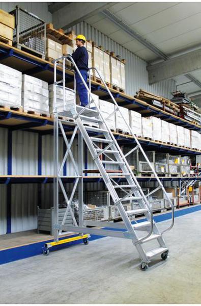 Günzburger Plattformtreppe fahrbar 60° Stufenbreite 800mm 14 Stufen