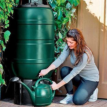 Gärtner Pötschke Regentonne grün inklusive Sockel, 210 Liter