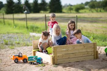 Wendi Toys Sandkasten mit Holzabdeckung und Sitzflächen natur (WE-105)