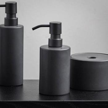 aquanova-forte-spender-klein-70x160mm-schwarz-fordis-09