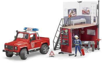 Bruder Feuerwehrstation mit Land Rover Defender und Feuerwehrmann (62701)