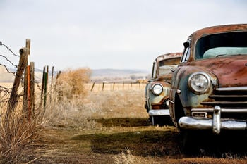 papermoon-vintage-rusting-cars-500-x-280-cm