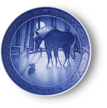 royal-copenhagen-weihnachtsteller-2019-pferd-in-der-wintersonne-18-cm